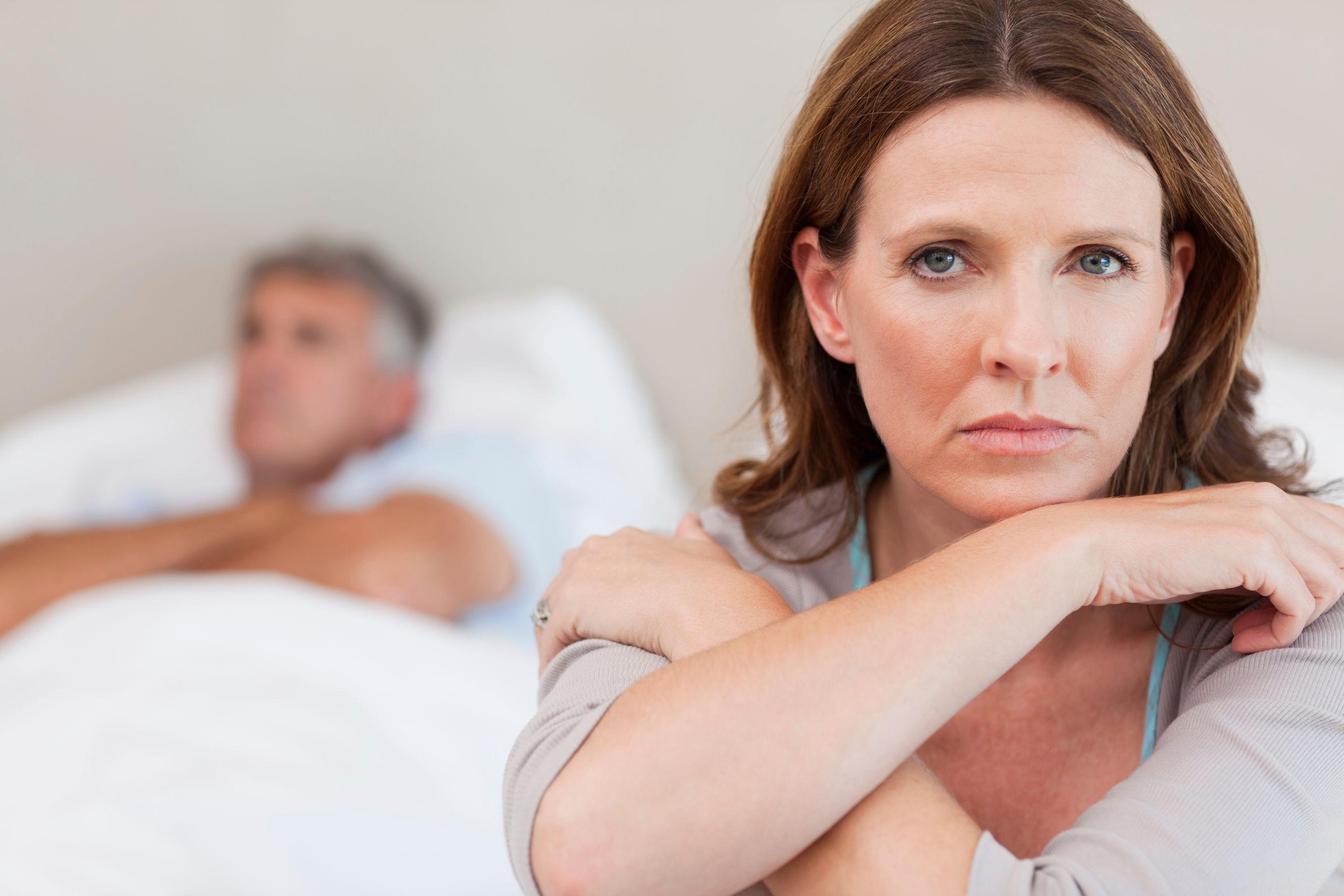 Λύσεις για την ξηρότητα του κόλπου και τον πόνο κατά τη σεξουαλική επαφή μετά την εμμηνόπαυση